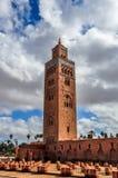 Koutoubia清真寺在一多云天 免版税图库摄影