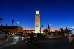 Koutoubia清真寺在马拉喀什在晚上 摩洛哥 免版税库存图片