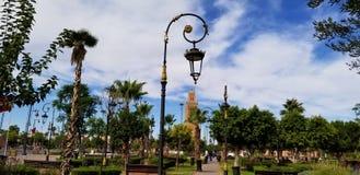 Koutoubia Meczetowy Marrakech, Maroko jest odwiedzonym zabytkiem obrazy royalty free