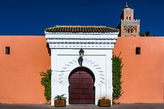 Koutoubia moské i Marrakesh, Marocko på den soliga dagen Fotografering för Bildbyråer