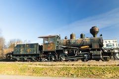 Kouvola, Finlandia - 18 de abril de 2019: Locomotora de vapor vieja como objeto expuesto en el ferrocarril de Kouvola en Finlandi imagenes de archivo