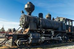 Kouvola, Finlandia - 18 de abril de 2019: Locomotora de vapor vieja como objeto expuesto en el ferrocarril de Kouvola en Finlandi imagen de archivo libre de regalías