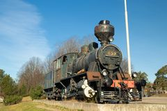 Kouvola, Finlandia - 18 de abril de 2019: Locomotora de vapor vieja como objeto expuesto en el ferrocarril de Kouvola en Finlandi imágenes de archivo libres de regalías