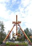 Kouvola, Finlandia 7 de junho de 2016 - monte o lutador do laço no movimento no parque de diversões Tykkimaki fotos de stock