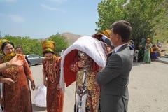 Kov-Ata Turkmenistan - April 30, 2017: Turkmenskt nationellt bröllop Arkivfoton