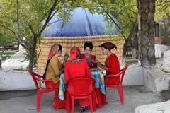 Kov-Ata Turkmenistan - Oktober 18: Okända turkmenska flickor för foto Royaltyfri Bild