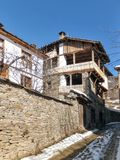 Kovachevitsa,布拉戈耶夫格勒地区村庄与地道19世纪房子的 库存图片