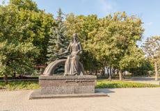 KOVEL, UCRÂNIA: Monumento a Lesya Ukrainka foto de stock