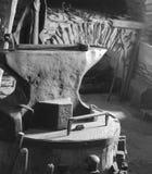 1865 kowadło w Czarny I Biały zdjęcie stock