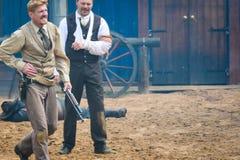 Kowbojów i indianów przedstawienie w Szwecja obraz stock