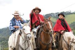 Kowboj podnosi jego rękę w powitaniu Obrazy Royalty Free