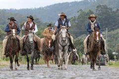 Kowboje przyjeżdża na koniu z powrotem wiejski rodeo Fotografia Stock