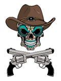 Kowbojska czaszka w zachodnim kapeluszu i para krzyżujący pistolety zdjęcia royalty free