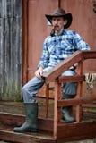 Kowbojska mężczyzna dymu drymba Zdjęcie Stock