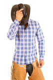 Kowbojski błękitny szkockiej kraty koszula chwyta kapelusz nad twarzą Zdjęcie Royalty Free