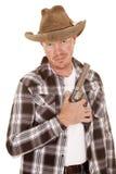Kowbojski chwyta pistolet przez klatki piersiowej patrzeć Zdjęcie Stock
