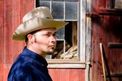 Kowbojski portret przed stajnią Zdjęcia Stock