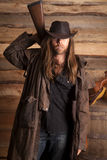 Kowbojskiego duster długie włosy karabin za plecy fotografia royalty free