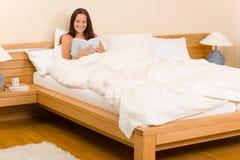 łóżkowi sypialni książki read kobiety potomstwa Obraz Stock