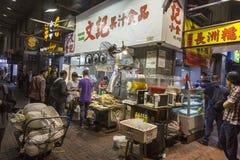 Kowloon na noite, parte velha de Hong Kong Fotografia de Stock