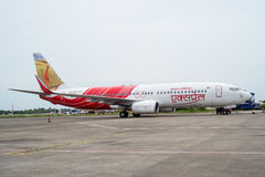 KOZHIKODE, INDIA 31 - Juli, 2015 Air India-Luchtbusvliegtuigen in Kozhikode-Luchthaven aangezien het zijn motoren voor vlucht aan Stock Foto's