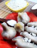 Kozhukkattai cukierki, kokosowi mielenie ryż i mąka w drewno talerzu i zdjęcie stock