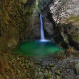 Kozjac de claque de l'eau de chute (Slovénie) photos stock