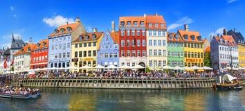KÖPENHAMN DANMARK - JULI 07: Nyhavn område i Köpenhamn denmark Arkivfoto