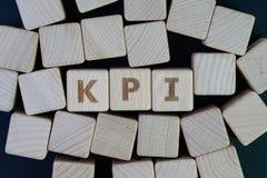 KPI, blanco de la medida del éxito empresarial del indicador del punto clave y foto de archivo