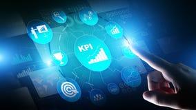 KPI - Kluczowego występu wskaźnik Biznesowa i przemysłowa analiza Interneta i technologii pojęcie na wirtualnym ekranie fotografia stock