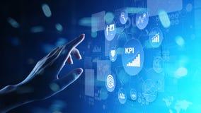 KPI - Zeer belangrijke prestatie-indicator Zaken en industriële analyse Internet en technologieconcept op het virtuele scherm royalty-vrije stock foto
