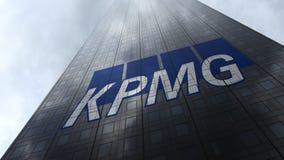 KPMG-embleem op een wolkenkrabbervoorgevel die op wolken wijzen Het redactie 3D teruggeven Stock Fotografie