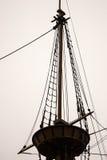 Krähe ` s Nest eines alten Segelschiffs stockbilder