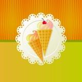 kräm- is för Cherry Arkivfoton