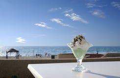 kräm- is för strand Arkivbilder