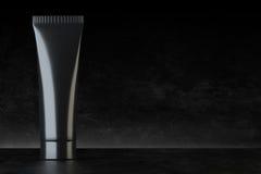 Kräm- förpacka för ansiktsbehandling för skönhet- & omsorgåtlöje upp royaltyfri illustrationer