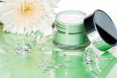 kräm- framsida som moisturizing Royaltyfri Foto