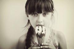 kräm- gullig flickais little studio Royaltyfri Fotografi