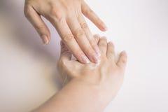 kräm hands kvinnan Arkivfoton