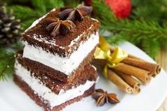 Kräm- kakor på julgarneringbakgrund arkivfoto