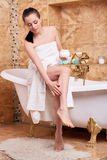 kräm- kvinnabarn för cosmetic Royaltyfri Fotografi