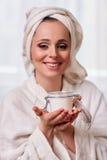 kräm- kvinnabarn för cosmetic Royaltyfri Bild