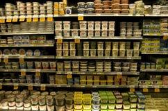 Kräm- produkter i livsmedelsbutik Royaltyfri Foto