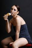 kräm- sexig ätaflickais mycket Royaltyfri Bild