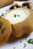 Kräm- soup i bröd Royaltyfria Bilder