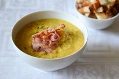 Kräm- soup med bacon Arkivbilder