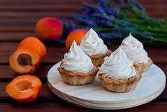 Kräm- tartlets för aprikos Royaltyfri Bild