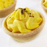 Kräm- Tarts för citron på vit Royaltyfria Foton