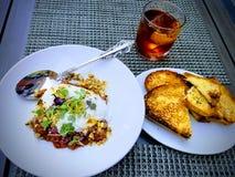 Krämig buratta för lunch - som mycket är ny på den italienska restaurangen royaltyfri fotografi