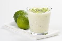 krämig refreshment för kiwilimefruktmilkshake royaltyfri fotografi
